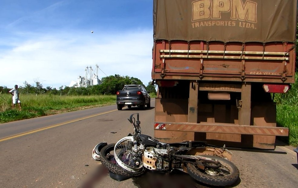 Homem que estava em moto de acidente em Alpinópolis (MG) tinha 44 anos — Foto: Helder Almeida