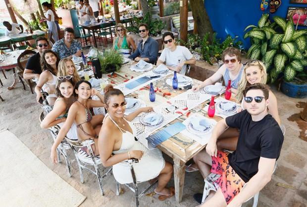 A convite de Wagner Miau, famosos conferem a gastronomia do restaurante da Preta, na Ilha dos Frades (Foto: Ed.Globo/Ricardo Cardoso) (Foto: Ed.Globo/Ricardo Cardoso )