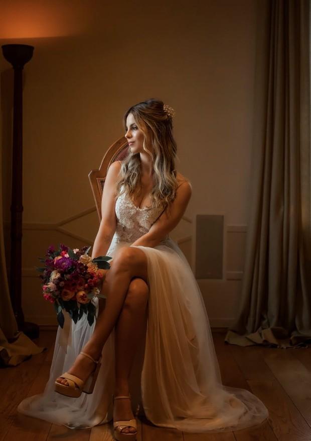 O vestido de Sthefany Brito é assinado por (Foto: Sam Sacramento)