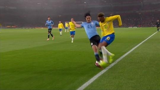 """Mbappé conta que tirou sarro com Neymar após entrada dura de Cavani: """"Ele riu"""""""