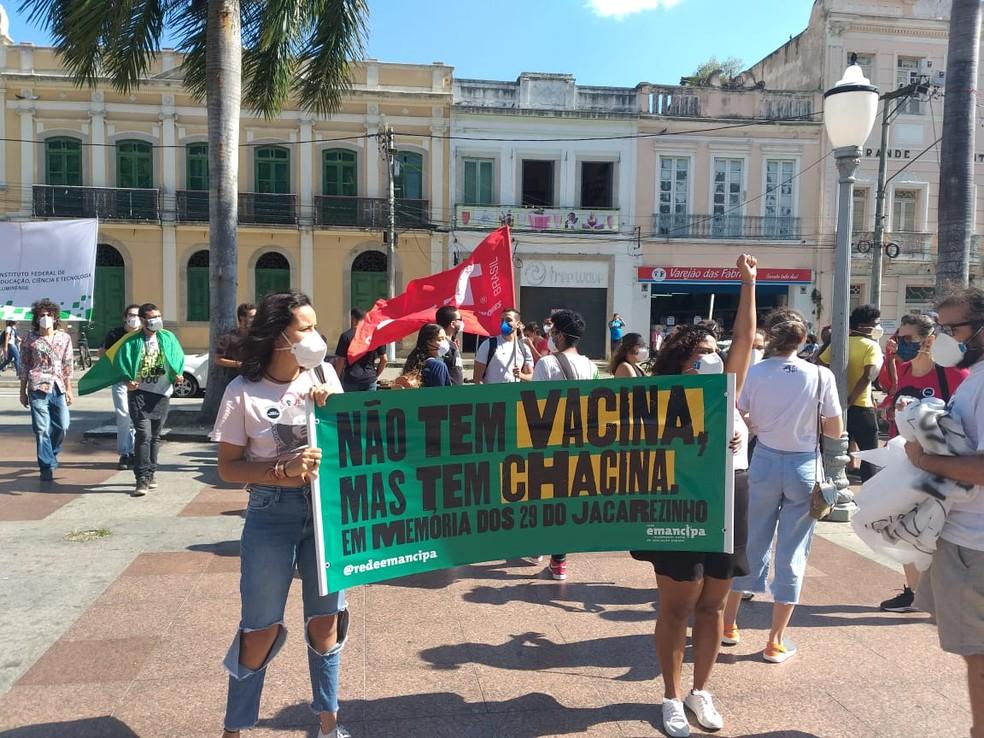 Manifestação contra Bolsonaro aconteceu na Praça São Salvador, no centro de Campos, no RJ — Foto: Sindipetro-NF