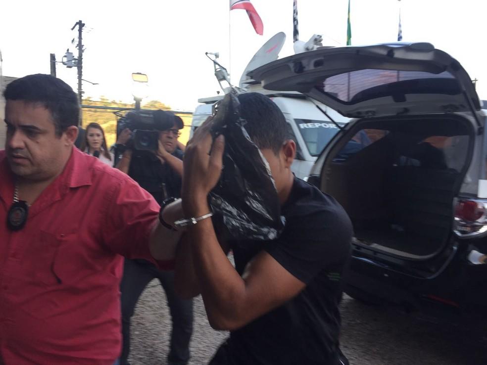 Jovem quando foi detido em 2017 pela polícia em São Paulo — Foto: Camilla Motta/G1