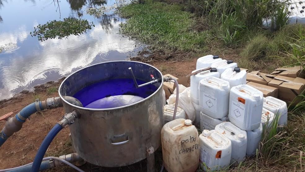 Produtos eram manipulados às margens de lago — Foto: Ciopaer/Divulgação