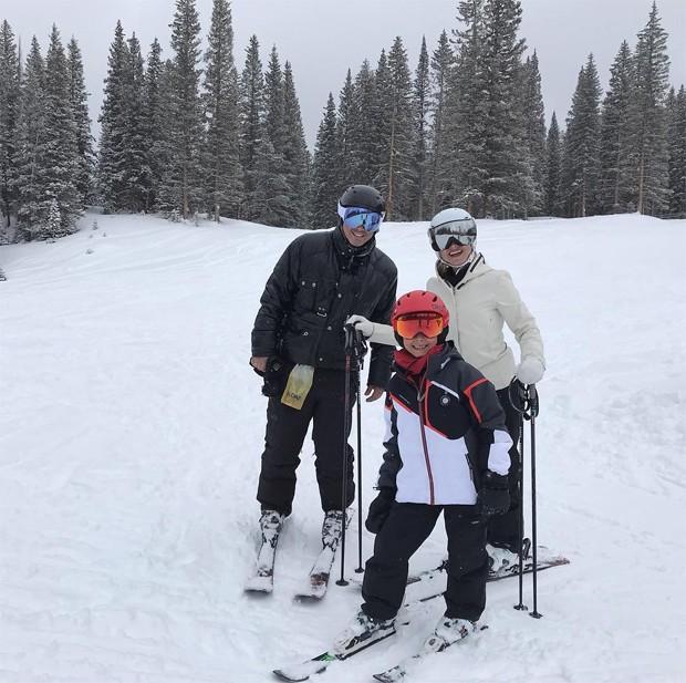 Eliana, o noivo, Adriano, e o filho, Arthur (Foto: Reprodução / Instagram)