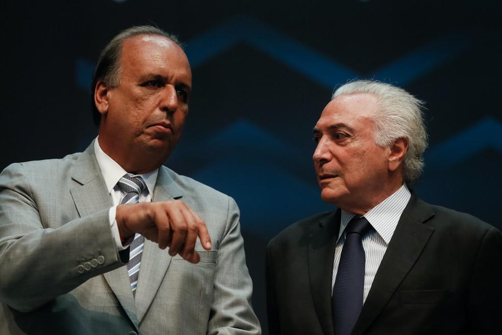 O governador do RJ, Luiz Fernando Pezão, ao lado do presidente Michel Temer em imagem de arquivo — Foto: Beto Barata/Presidência da República