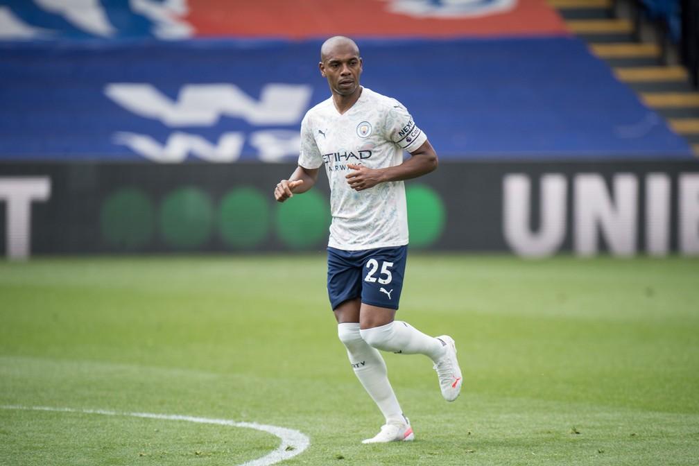 Fernandinho em ação pelo Manchester City — Foto: Getty Images