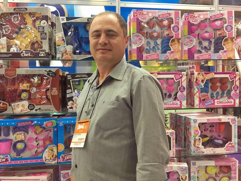 Segundo Renato Pereira, diretor da Zuca Toys, atualmente 20% das vendas de kits de cozinha são nos modelos coloridos, que não usam o rosa (Foto: Ana Carolina Moreno/G1)