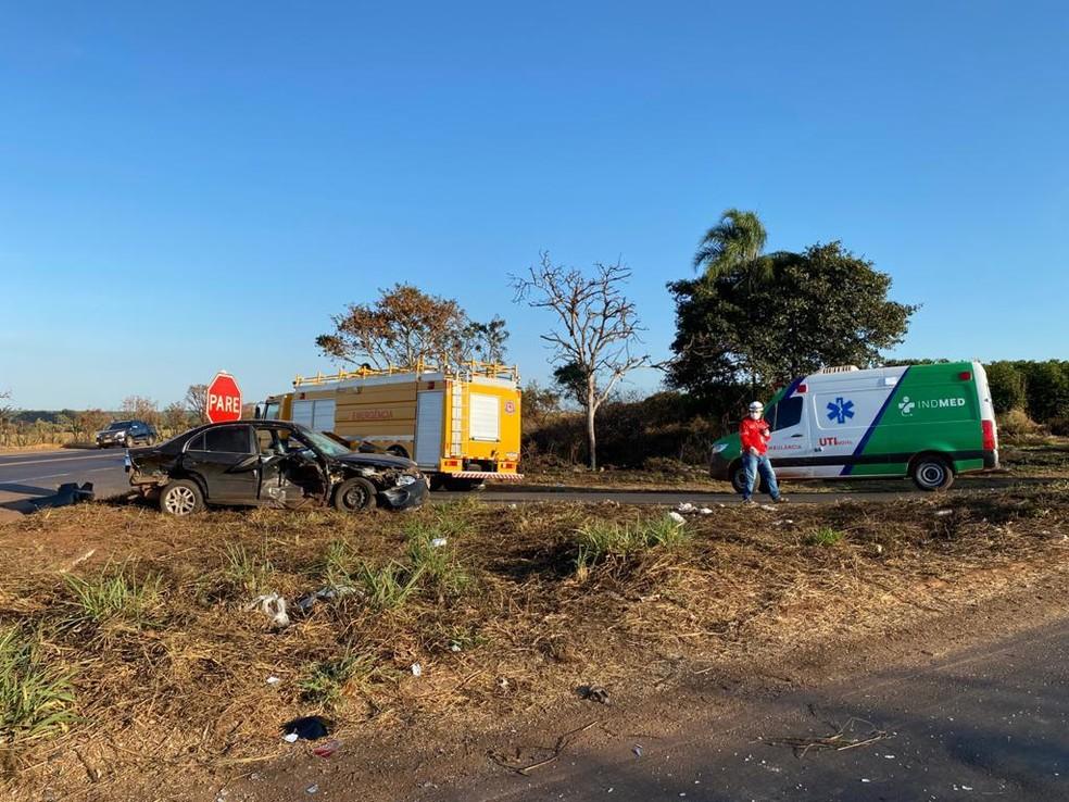 Acidente ocorreu na manhã de quarta-feira (9) — Foto: Corpo de Bombeiros de Araguari/Divulgação