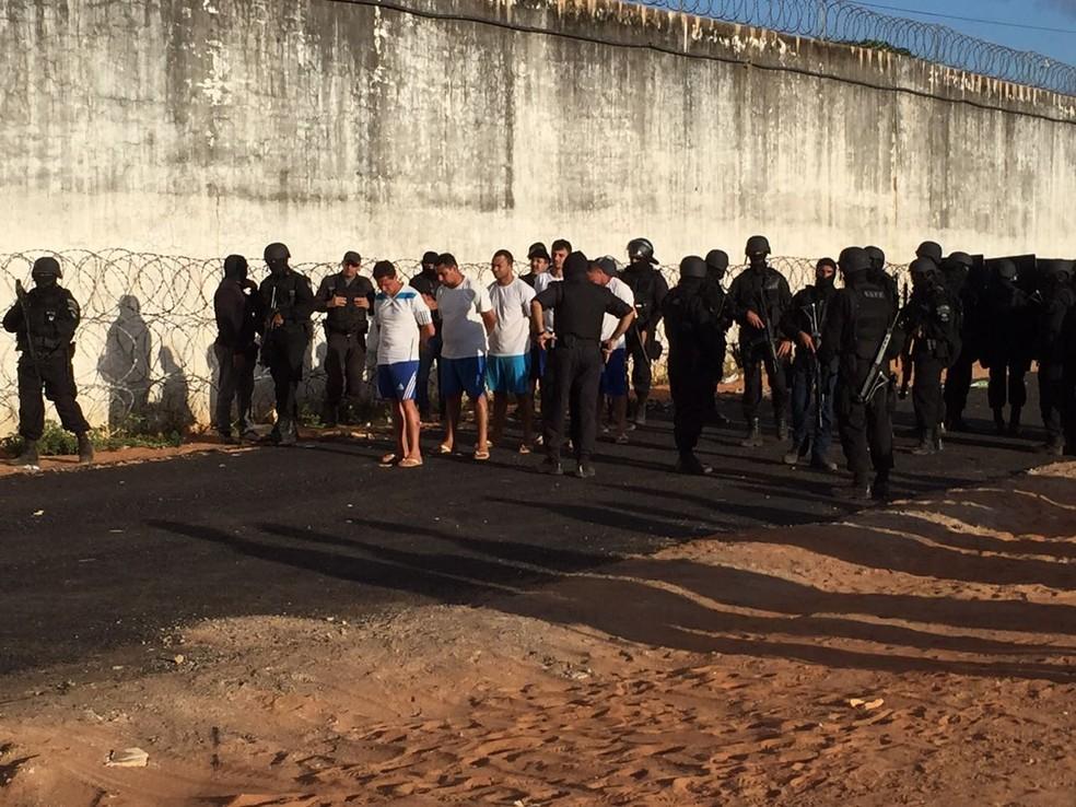 Apontados como chefes do PCC foram retirados da unidade ainda em meio às rebeliões (Foto: G1/RN)