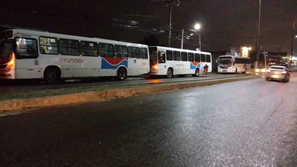 Homem faz arrastão em terminal e leva quase R$ 1 mil de cinco ônibus em Natal — Foto: Redes Sociais