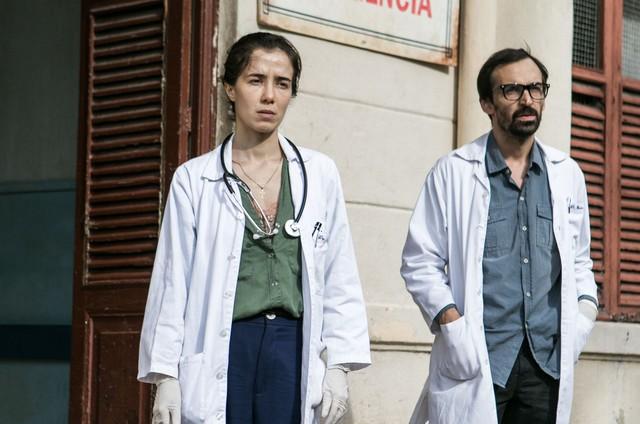 Marjorie Estiano e Julio Andrade, os protagonistas de 'Sob pressão' (Foto: Globo/Raquel Cunha)