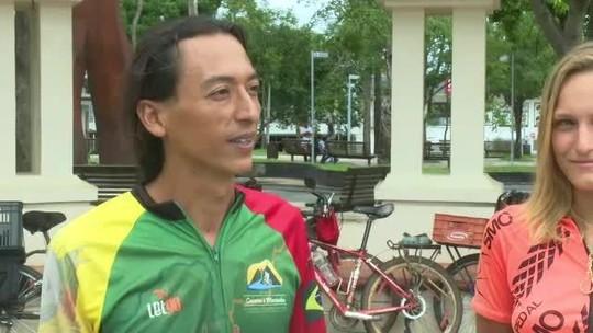 Russa e mexicano se unem a brasileiros para viajar o mundo de bicicleta e passam pelo Acre