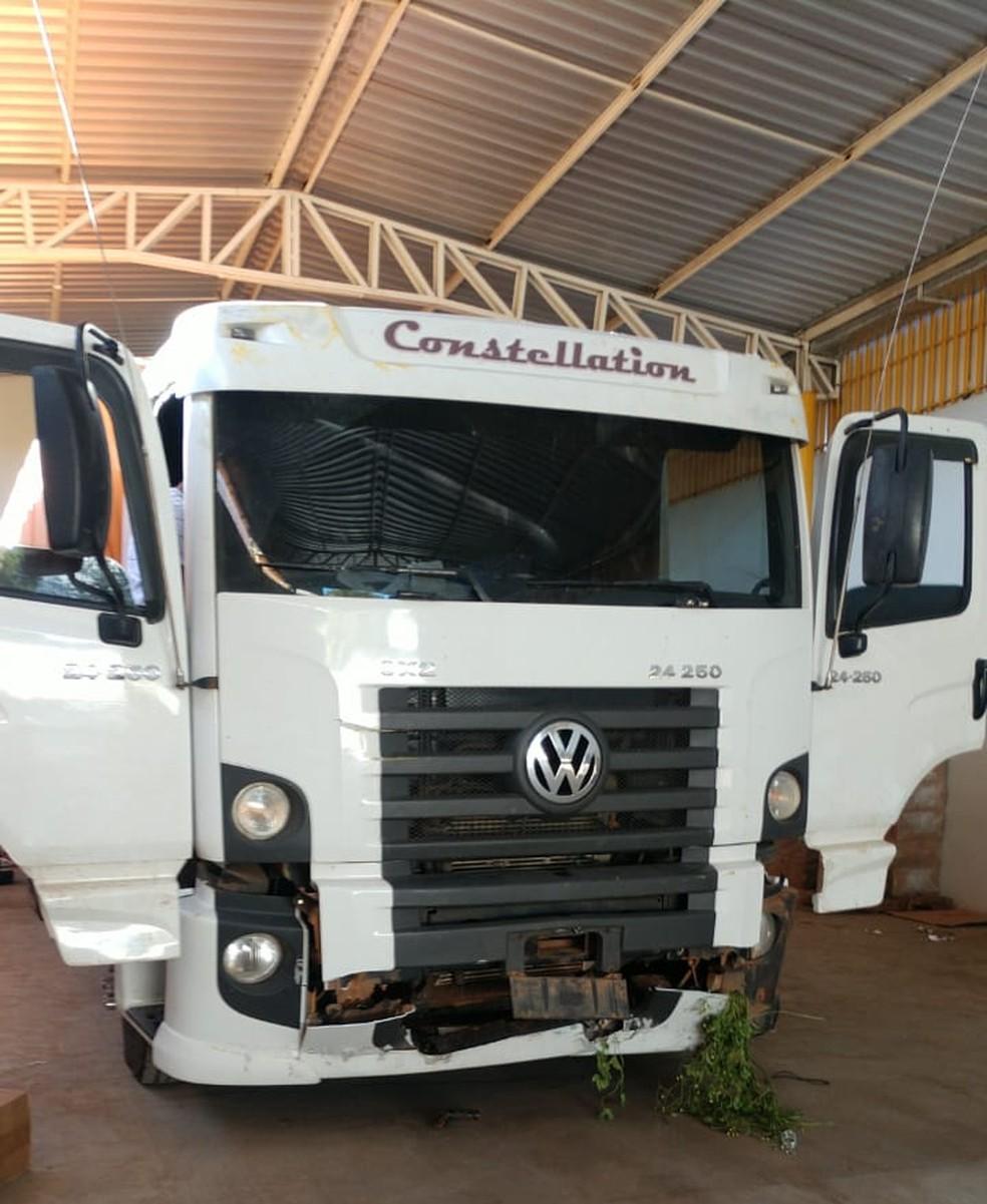 Caminhão utilizado pelos suspeitos de contrabando de cigarros em Teresina — Foto: Simplício Júnior/TV Clube