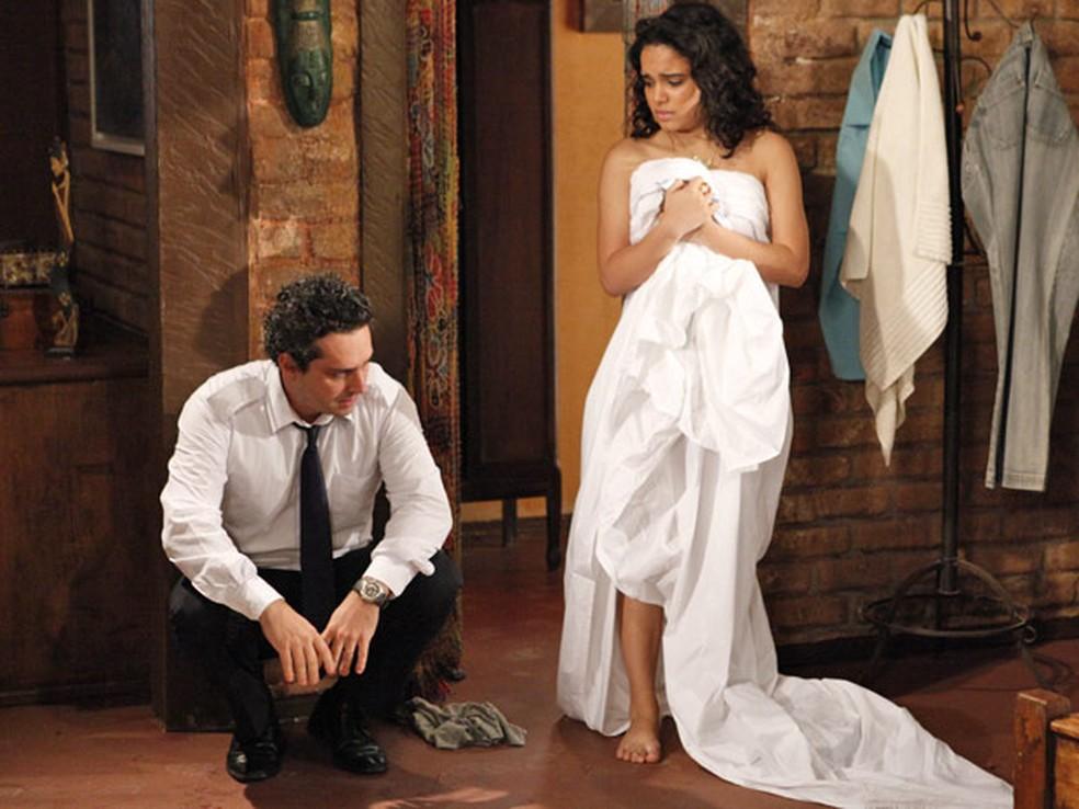 Baltazar se recusa a falar com Solange em 'Fina Estampa' — Foto: Globo