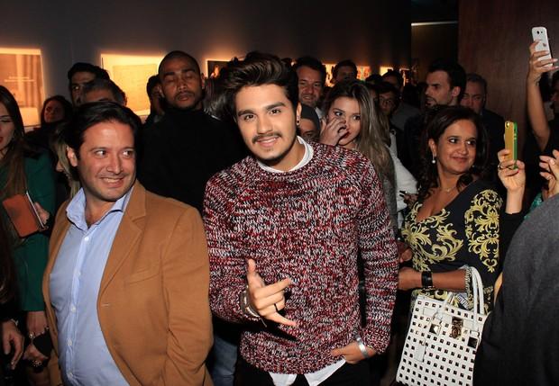 Luan Santana no lançamento do livro de Roberto Carlos (Foto: Celso Tavares / EGO)
