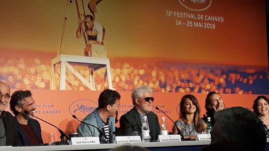Em Cannes, Pedro Almodóvar declara amor ao Brasil e deseja dias melhores ao país