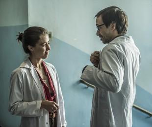 Marjorie Estiano e Julio Andrade em 'Sob pressão' | Mauricio Fidalgo/ TV Globo