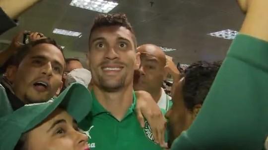 """Victor Luis agradece festa da torcida do Palmeiras em Brasília e diz: """"Isso influencia"""""""