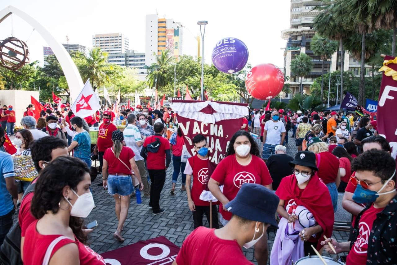 Manifestantes protestam contra Bolsonaro e a favor da vacina em Fortaleza e Juazeiro do Norte