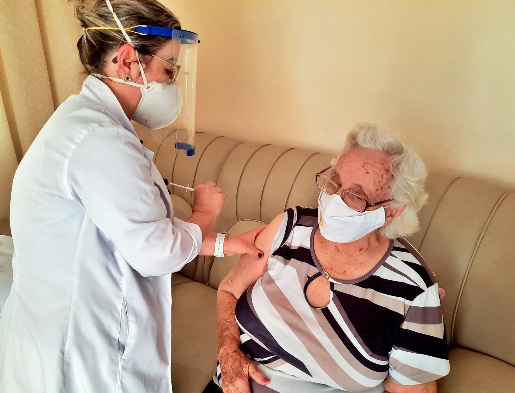 Covid-19: Prefeitura de Itajubá começa a vacinação de idosos com 85 anos ou mais