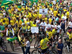 Manifestantes começaram a se reunir às 9h na Avenida Litorânea em São Luís (MA) (Foto: Lucas Vieira/G1 Maranhão)