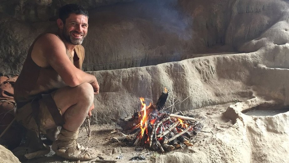 O professor americano que ensina os alunos a sobreviverem como homens das cavernas