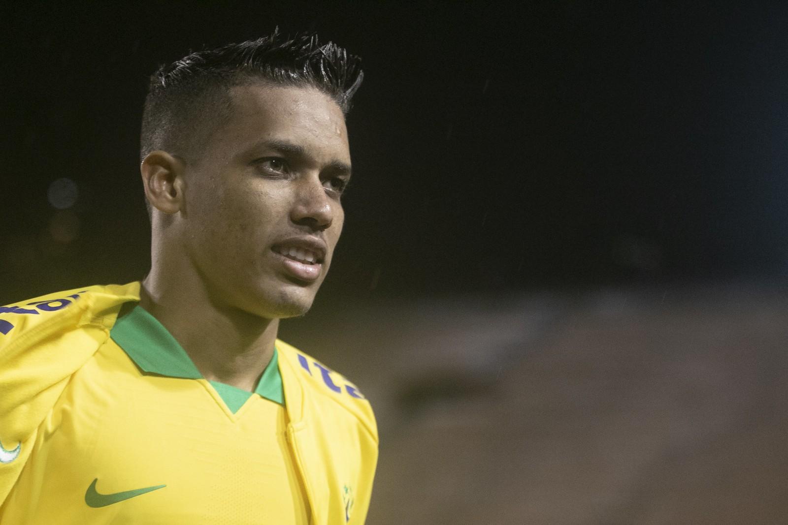 Pedrinho retorna ao Corinthians, após defender a seleção e fala sobre a distância
