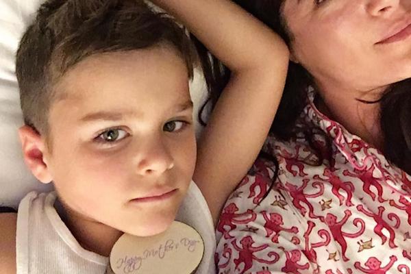 A atriz Selma Blair com o filho (Foto: Instagram)