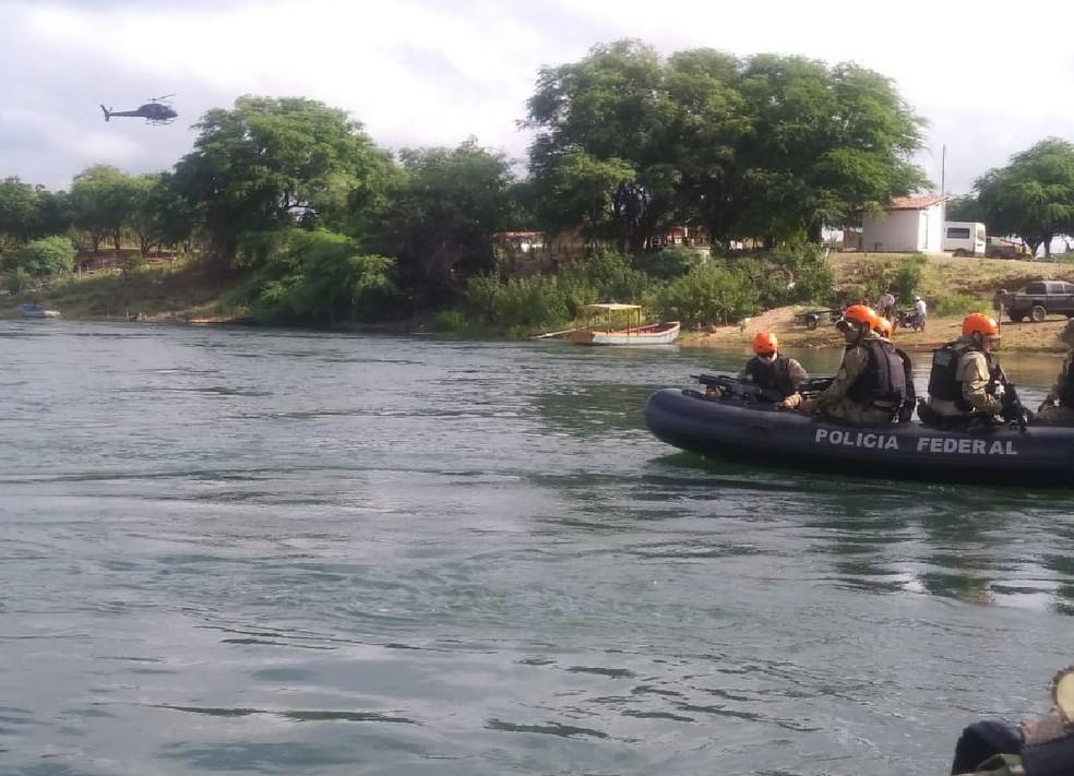Botes infláveis foram usados pelos policiais durante a operação no Sertão — Foto: Divulgação/ Polícia Federal