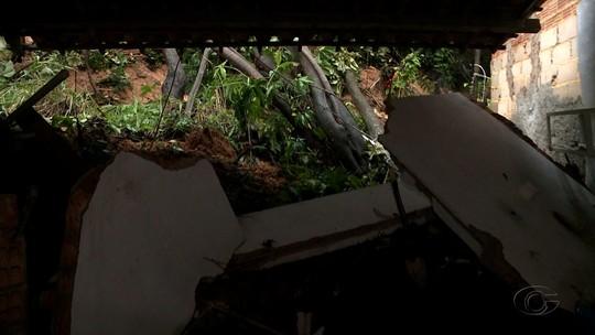 Deslizamentos de terra atingem oito casas em Paripueira, AL