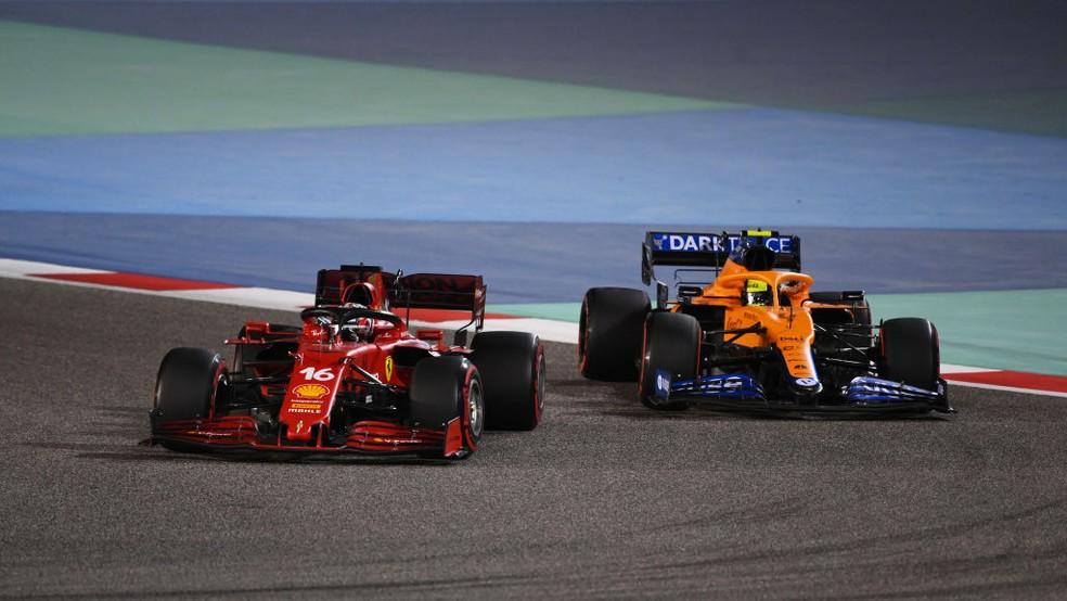 Charles Leclerc disputou posição com Lando Norris no GP do Bahrein da F1 2021 — Foto: Clive Mason - Formula 1/Formula 1 via Getty Images