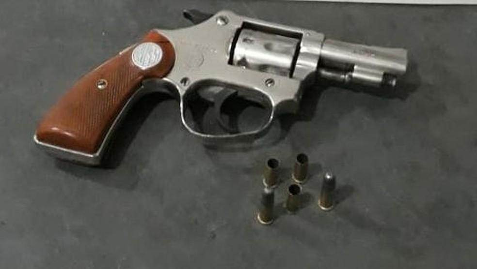 Arma usada no crime foi apreendida pela polícia (Foto: Polícia Militar/ Divulgação)