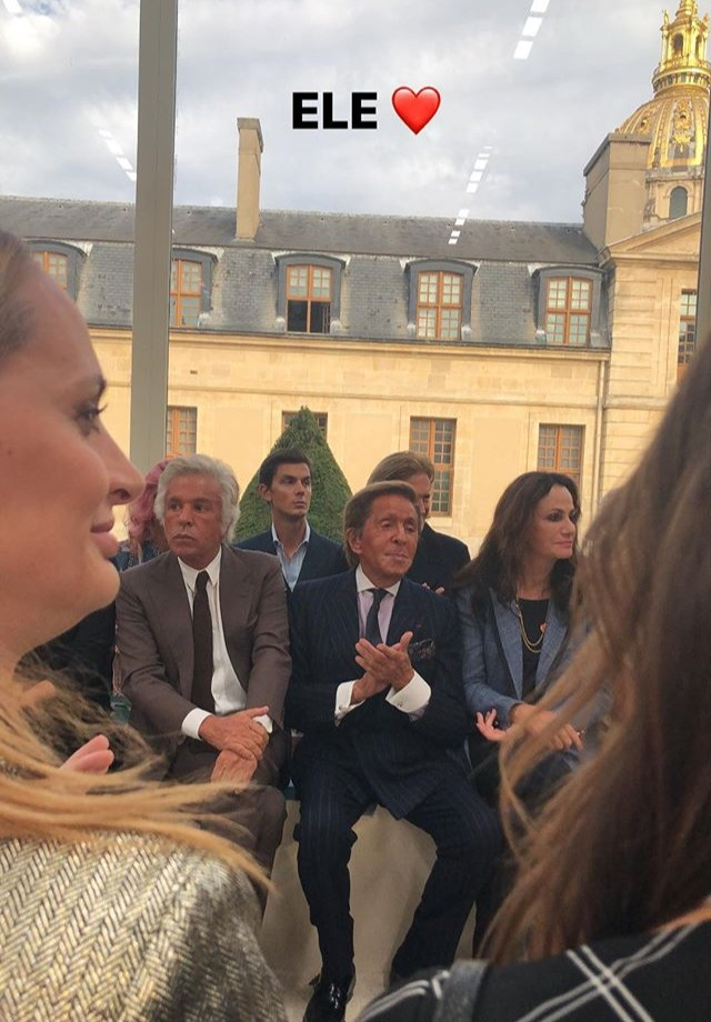 Marina Ruy Barbosa baba por Valentino (Foto: Reprodução/Instagram)