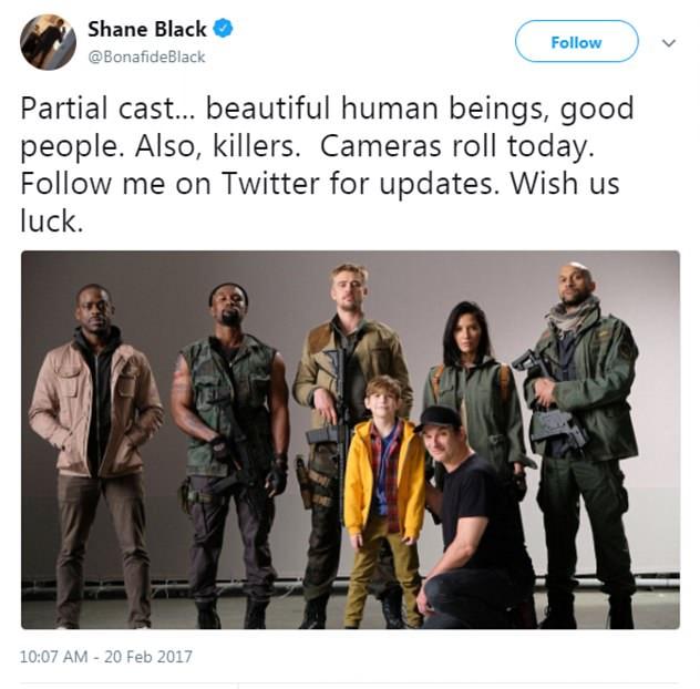 Uma foto compartilhada pelo diretor Shane Black mostrando os colegas de elenco da atriz Olivia Munn no novo filme da franquia Predador (Foto: Twitter)