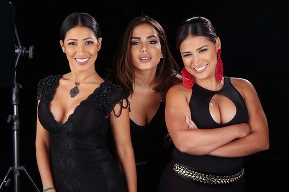 -  Simaria, Anitta e Simone nos bastidores da gravação do clipe de 'Loka'  Foto: Divulgação