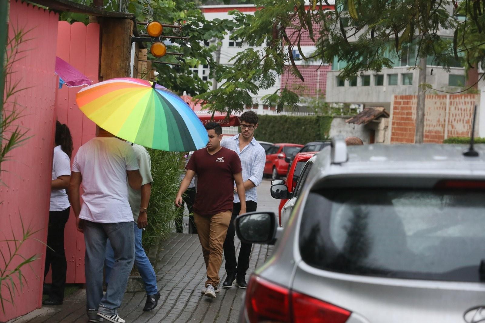 José Loreto chegando em buffet no Rio (Foto: Daniel Pinheiro/AgNews)