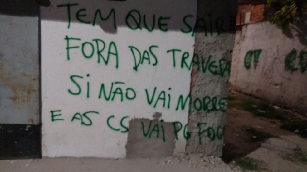Mensagens ameaçam matar família caso elas não saiam do bairro (Foto: Arquivo pessoal)