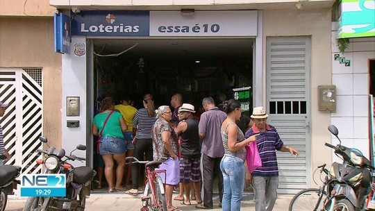 Moradores de cidade da Zona da Mata especulam quem é o vencedor da Mega-Sena da Virada