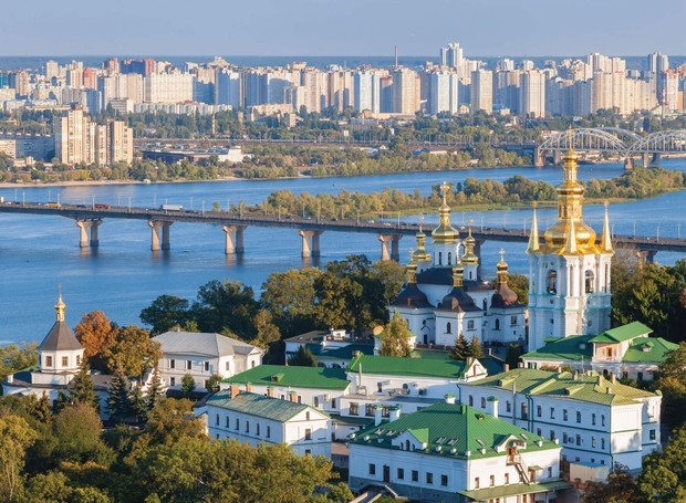 A arquitetura de Kiev é composta por prédios novos e antigos (Foto: MBA World/ Reprodução)