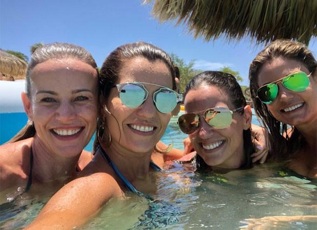 Luciana Cardoso e amigas (Foto: Reprodução)