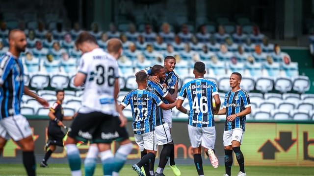 Grêmio sai na frente com Paulo Miranda