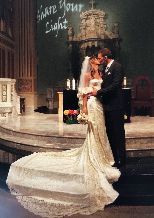 Gisele Bündchen revela vestido nunca antes visto de seu casamento com Tom Brady (Foto: Reprodução )
