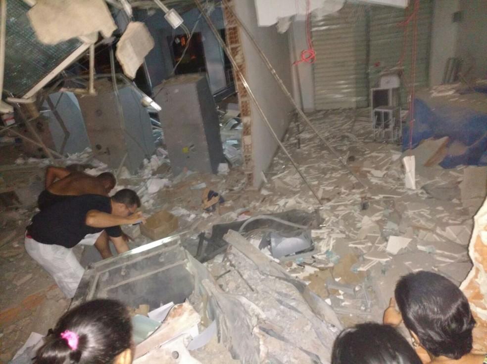 Caixa eletrônico foi explodido em Jatobá, no Sertão (Foto: Reprodução/Whatsapp)