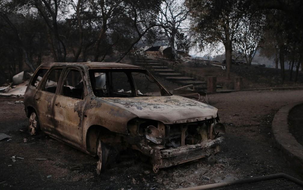 Carro e casa destruídos por incêndio em Calistoga, na Califórnia, na quinta-feira (12) (Foto: Reuters/Jim Urquhart)