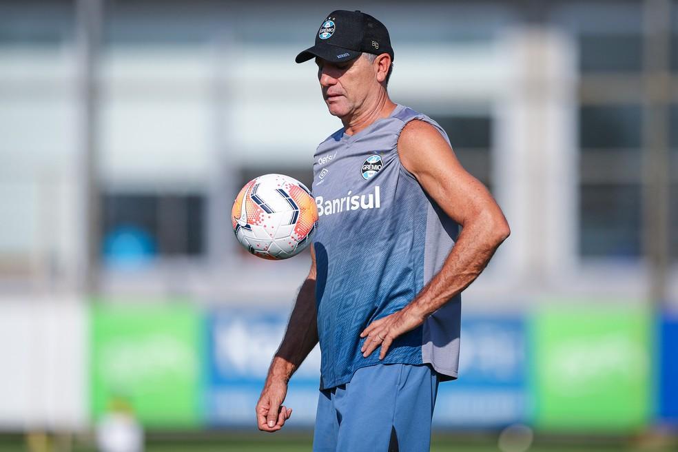 Renato Gaúcho em treino do Grêmio antes da pandemia — Foto: Lucas Uebel/Grêmio