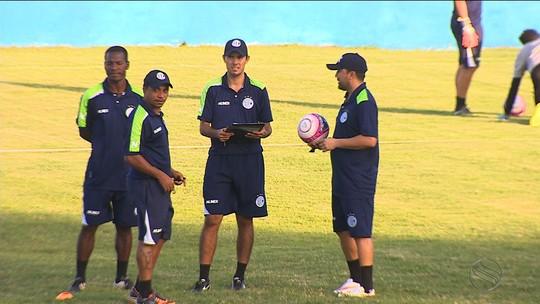Jogadas ensaiadas? Confiança faz último treino antes de enfrentar o Amadense