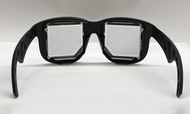 Protótipo de óculos para realidade virtual da Facebook