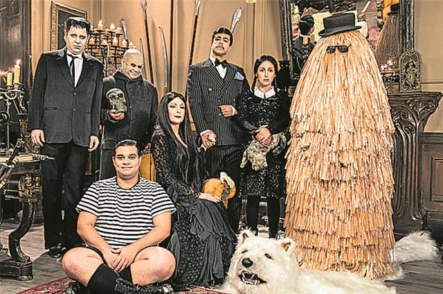 Paródia de 'A família Adams' no 'Tá no ar' (Foto: TV Globo/Sérgio Zalis)