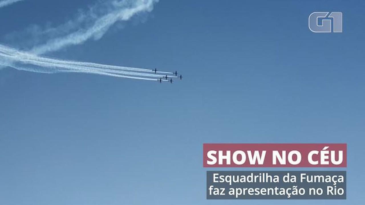 Esquadrilha da Fumaça faz apresentação no Rio