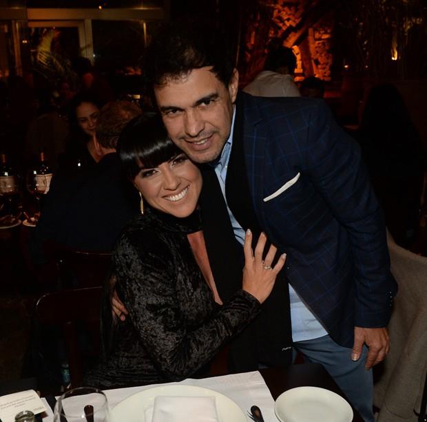 Resultado de imagem para Zezé Di Camargo e Graciele ficam noivos